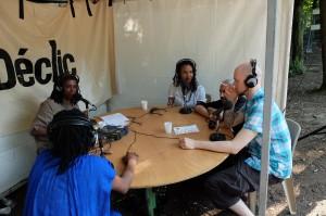 Ismaël Wonder et ses musiciens sur le plateau live de radio déclic