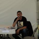 Rachid Santaki au stand de l'espace jeunesse quartier est